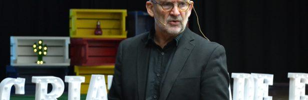 INTELIGÊNCIA COLETIVA RECEBE O EDUCADOR ESCOCÊS CHARLES WATSON