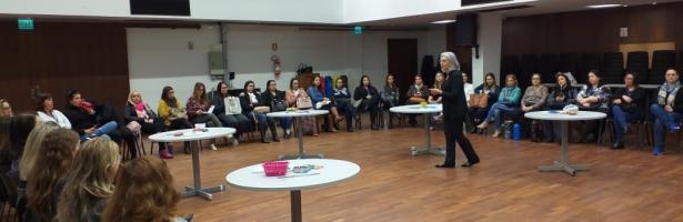 EDUCADORES PARTICIPAM DO CURSO MATEMÁTICA DIVERTIDA