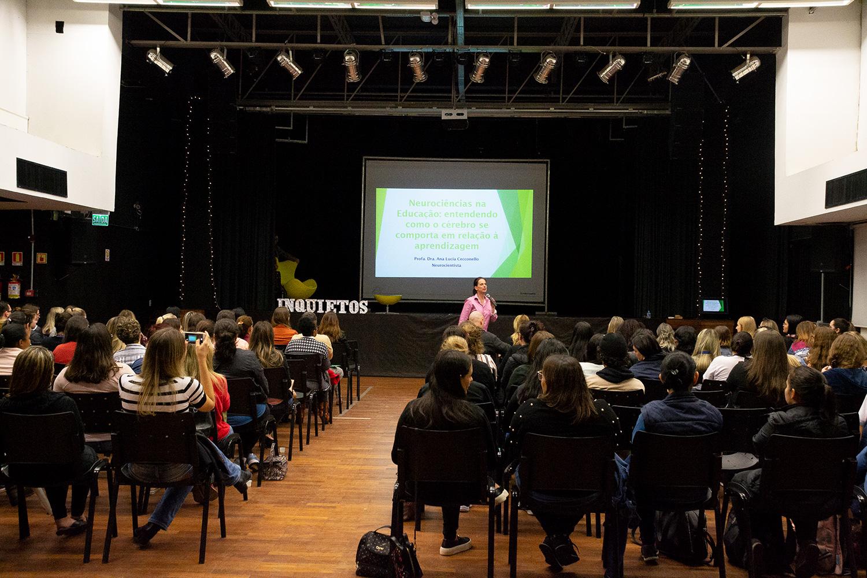 EDUCADORES PARTICIPAM DE PALESTRAS GRATUITAS